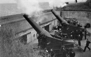 29 cm. haubits firing at the Flakfort